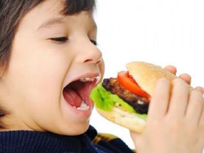 Chăm trẻ – Không nên cho trẻ ăn nhiều những loại thực phẩm này