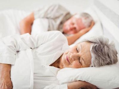 Người già ngủ nhiều – Gia đình không nên chủ quan!