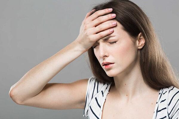 Hoa mắt, chóng mặt là một biểu hiện của suy thận giai đoạn đầu